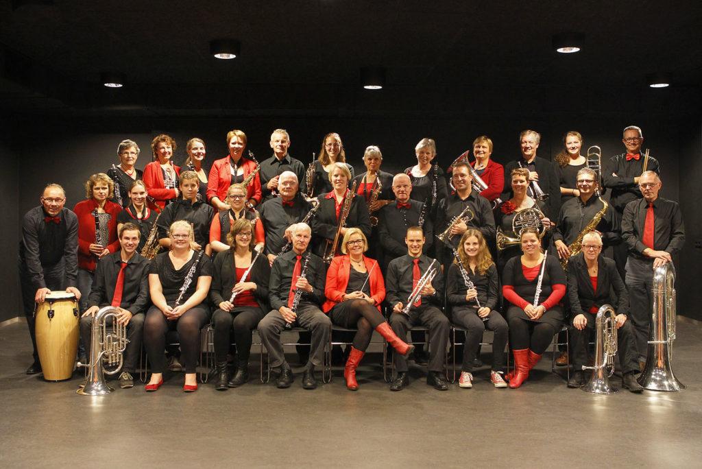 SW 151014. Staatsieportret van Schagens Harmonie in hun repetitieruimte de 'talentenvloer' in het Scagontheater. (4-koloms 115 VP)